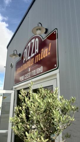 Devanture de Pizza Mamma Mia !